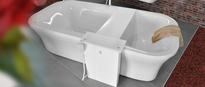 Bath lift in front of bath tubs - installation with freestanding bath tub